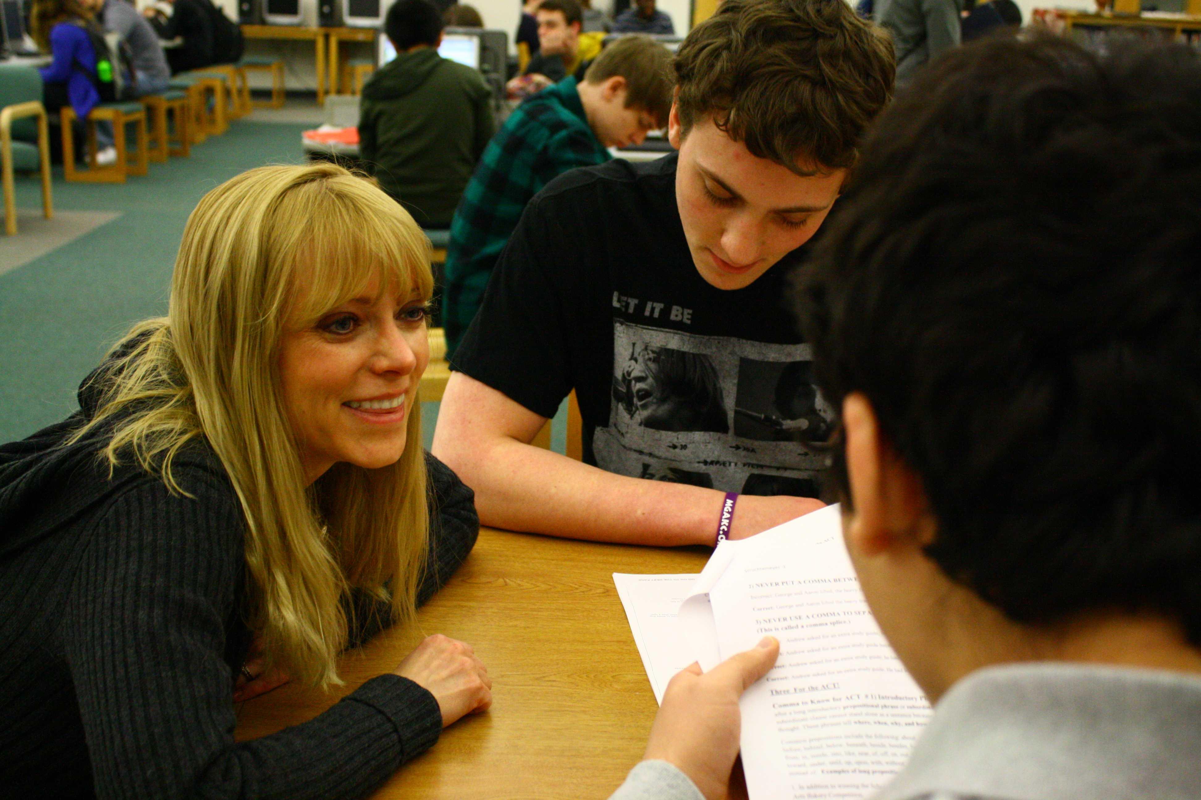 Gwen Struchtemeyer helps students with