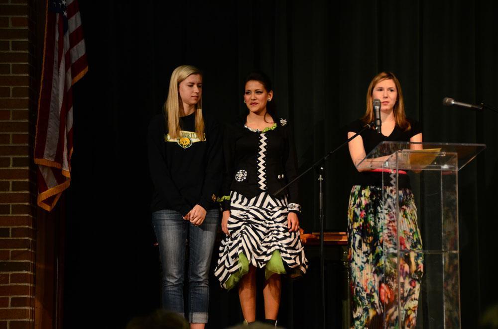 Katherine Fishman-Weaver presents an Everyday Bruin award. Photo by Mikaela Acton