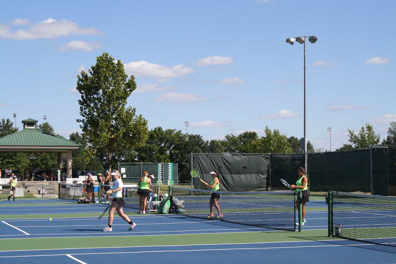 Girls tennis team emerges victorious against Notre Dame